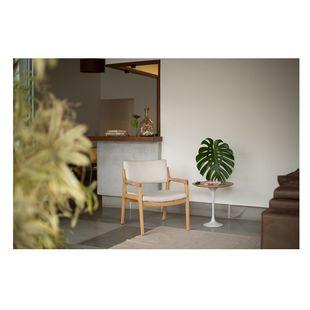 poltrona-nota-tecido-cru-e-madeira-natural4