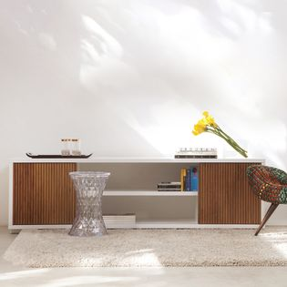rack-case-corpo-branco-portas-mel-200m-ambiente