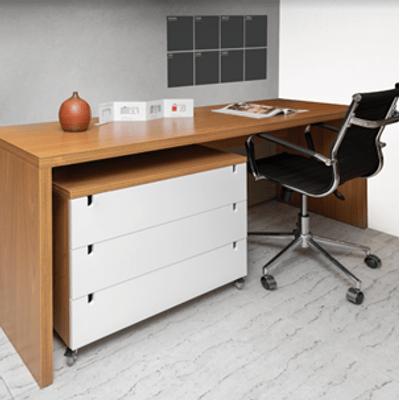 kit-escritorio-bancada-180cm-modulo-gavetas-louro-freijo-poltrona-noruega-preta