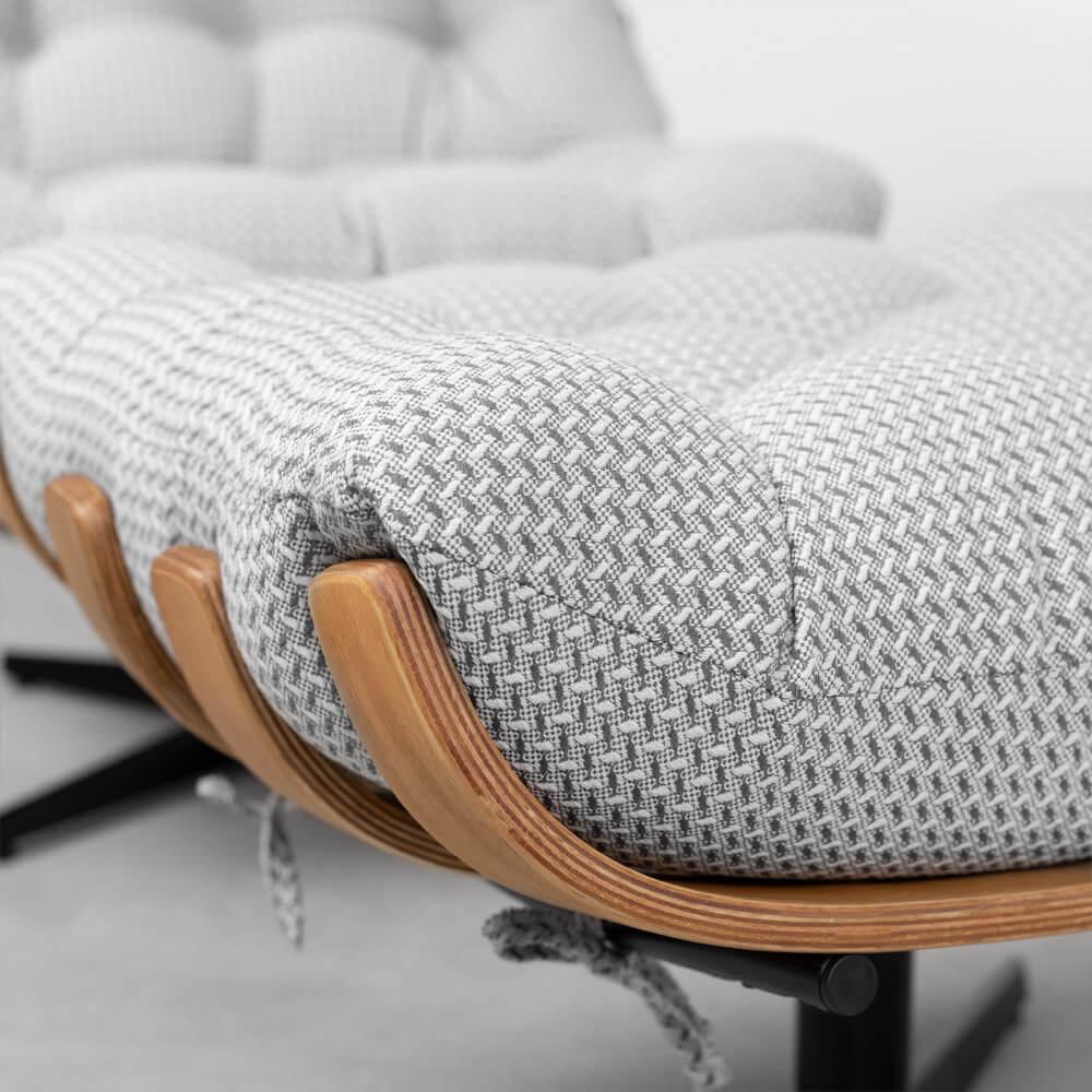 poltrona-costela-linhao-com-base-giratoria-e-puff-cinza-detalhe-almofada-assento
