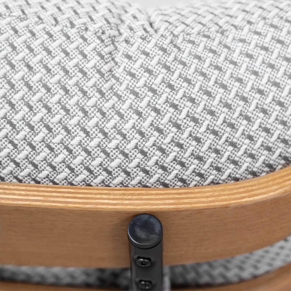 poltrona-costela-linhao-com-base-giratoria-e-puff-cinza-vista-aproximada-tecido