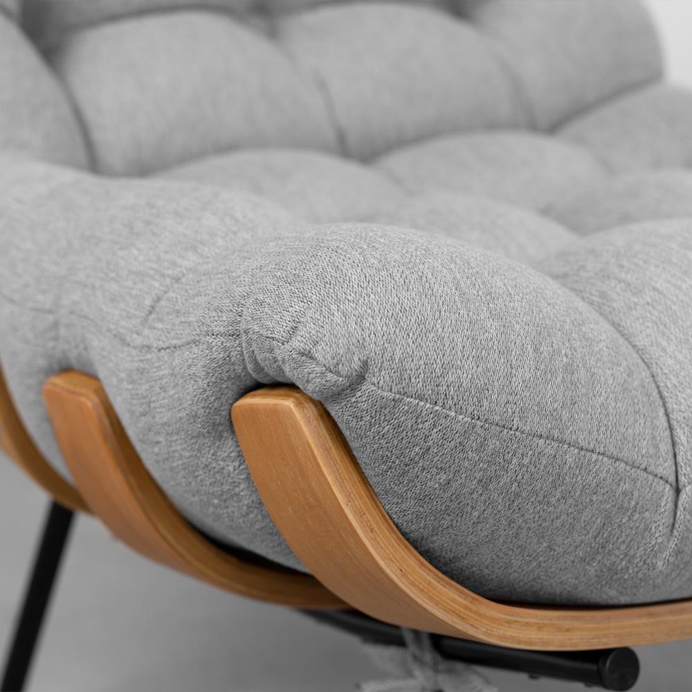 poltrona-costela-tecido-linho-cinza-detalhe-base-e-assento