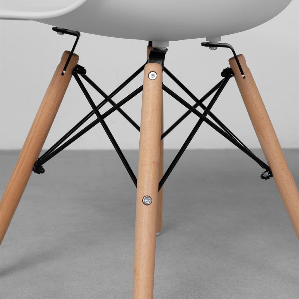 Cadeiras-Eiffel-Brancas-e-Pes-Madeira-detalhe-pes