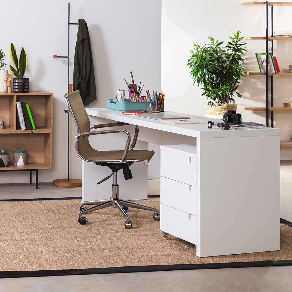 kit-home-office-bancada-branca-180cm-modulo-branco-cadeira-de-escritorio-noruega-cobre-ambiente