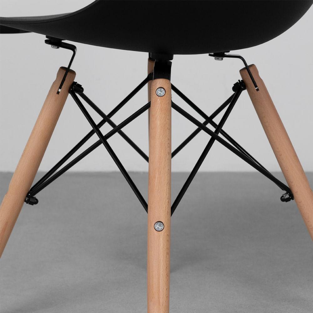 cadeira-eames-eiffel-em-polipropileno-pes-de-madeira-preto-detalhe-pe