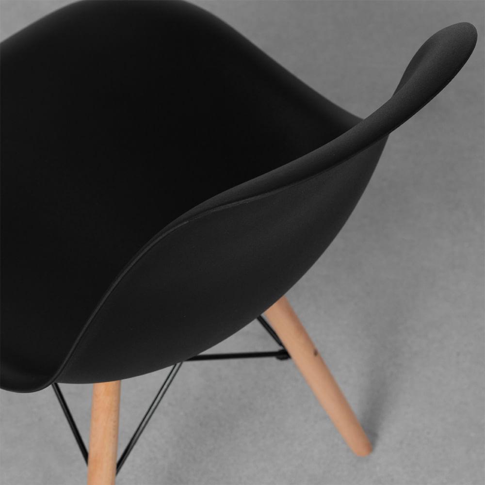 cadeira-eames-eiffel-em-polipropileno-pes-de-madeira-preto-detalhe-assento-traseira
