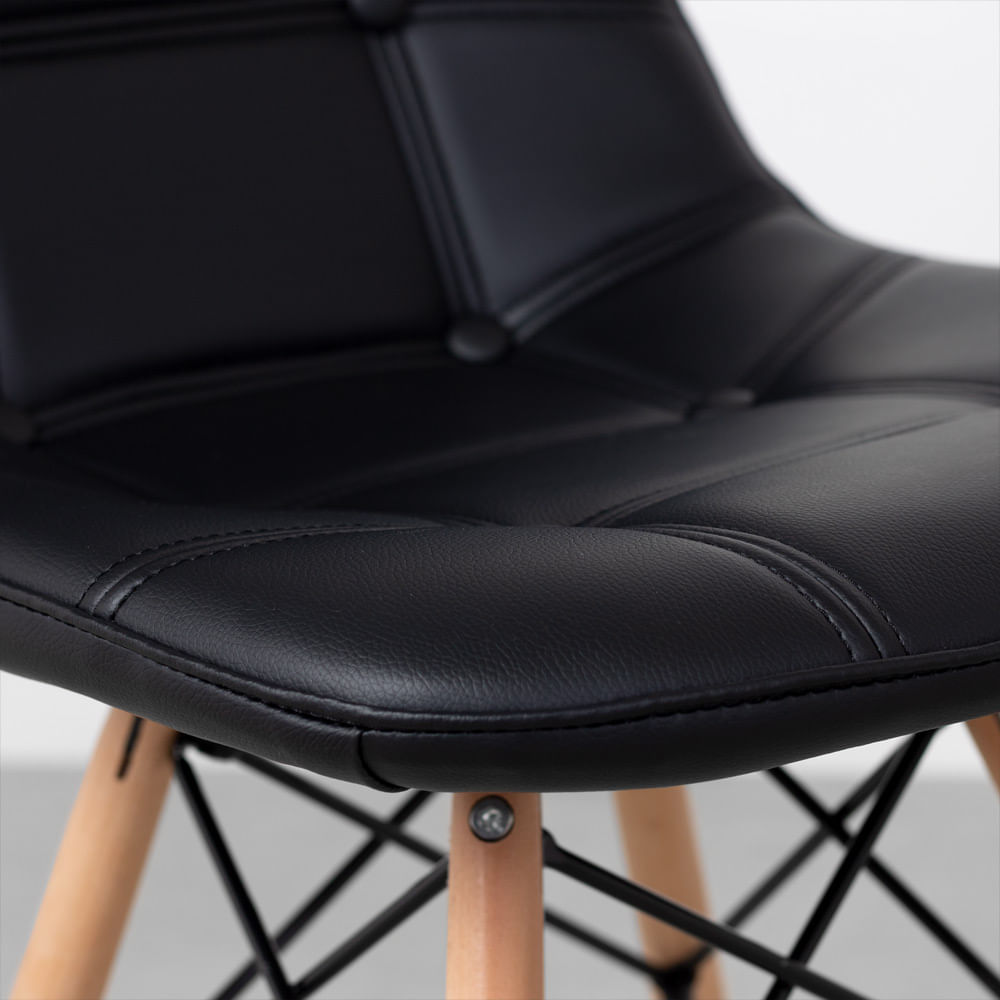 cadeira-eiffel-botone-preta-detalhe-lateral-do-assento