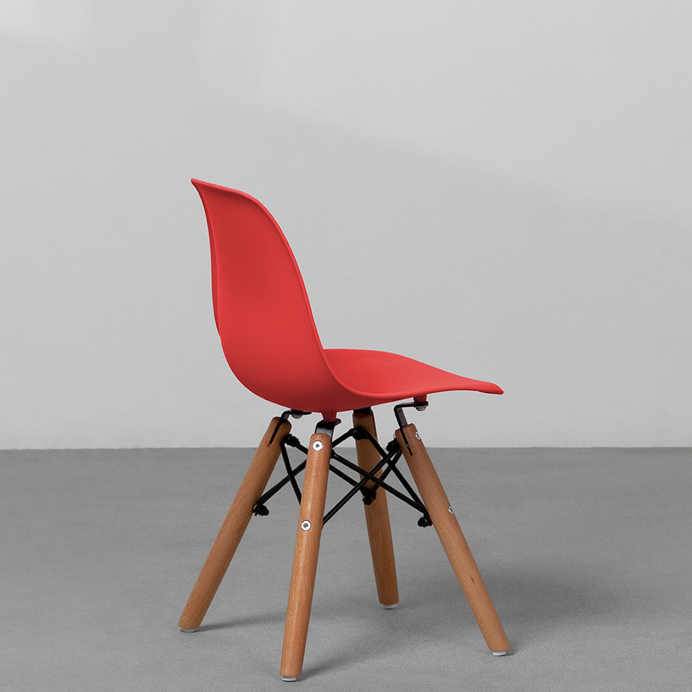 cadeira-eiffel-infantil-base-madeira-vermelha-diagonal-traseira