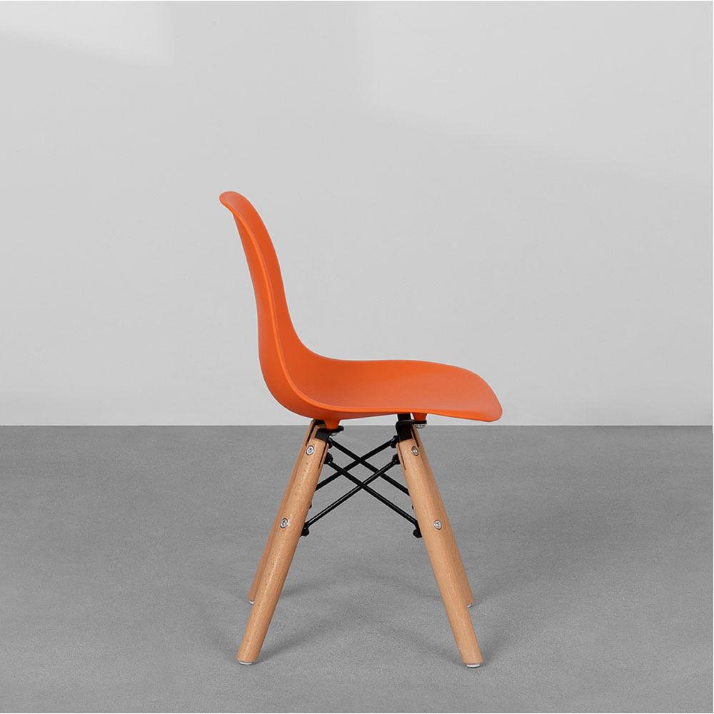 cadeira-eiffel-infantil-base-madeira-laranja-lateral