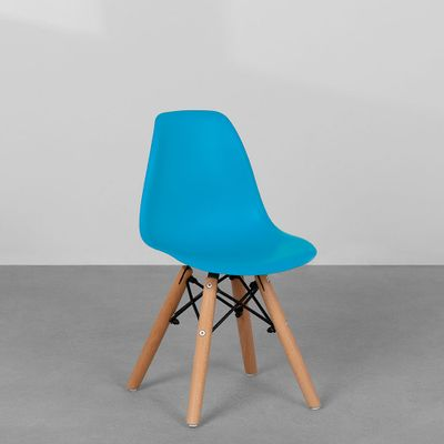 cadeira-eiffel-infantil-base-madeira-azul-diagonal
