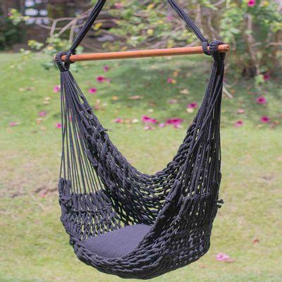rede-cadeira-suspensa-corda-preta-em-ambiente.jpg