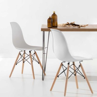conjunto-mesa-industrial-iron-135cm-louro-freijo-com-2-cadeiras-eiffel-brancas-e-pes-madeira-ambiente