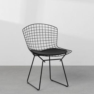 cadeira-bertoia-preta-com-assento