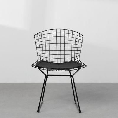 cadeira-bertoia-preta-com-assento-detalhe-frontal